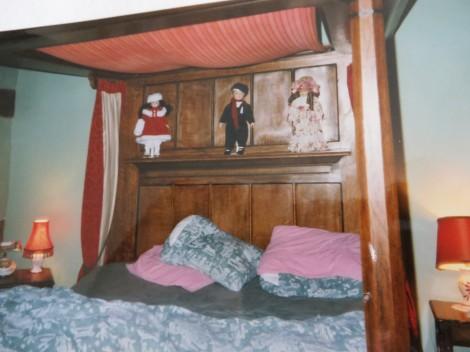 Unser Himmelbett im Old Colehurst Manor. Eigenes Foto.