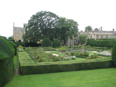 Sudeley Castle Gardens.    © Copyright Sarah Charlesworth and   licensed for reuse under this Creative Commons Licence.
