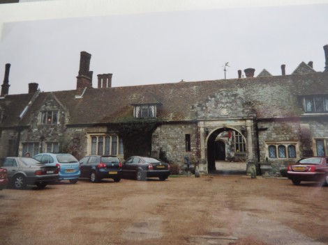 Die Einfahrt zum Eastwell Manor. Eigenes Foto.