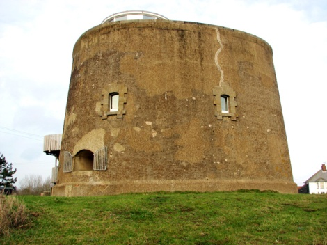 Der Martello Tower von Single Street.    © Copyright Evelyn Simak and licensed for reuse under this Creative Commons Licence.