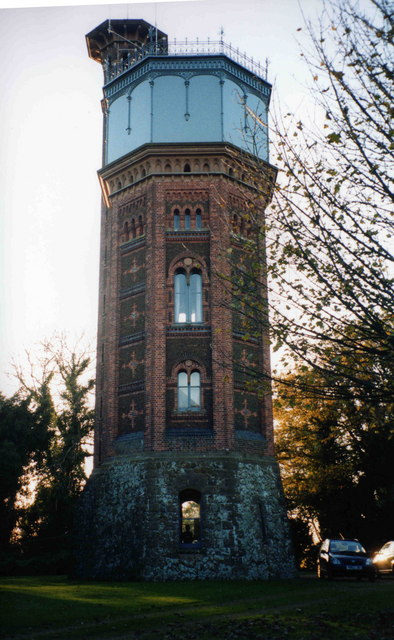 Der Appleton Water Tower.   © Copyright Peter Barr and licensed for reuse under this Creative Commons Licence.