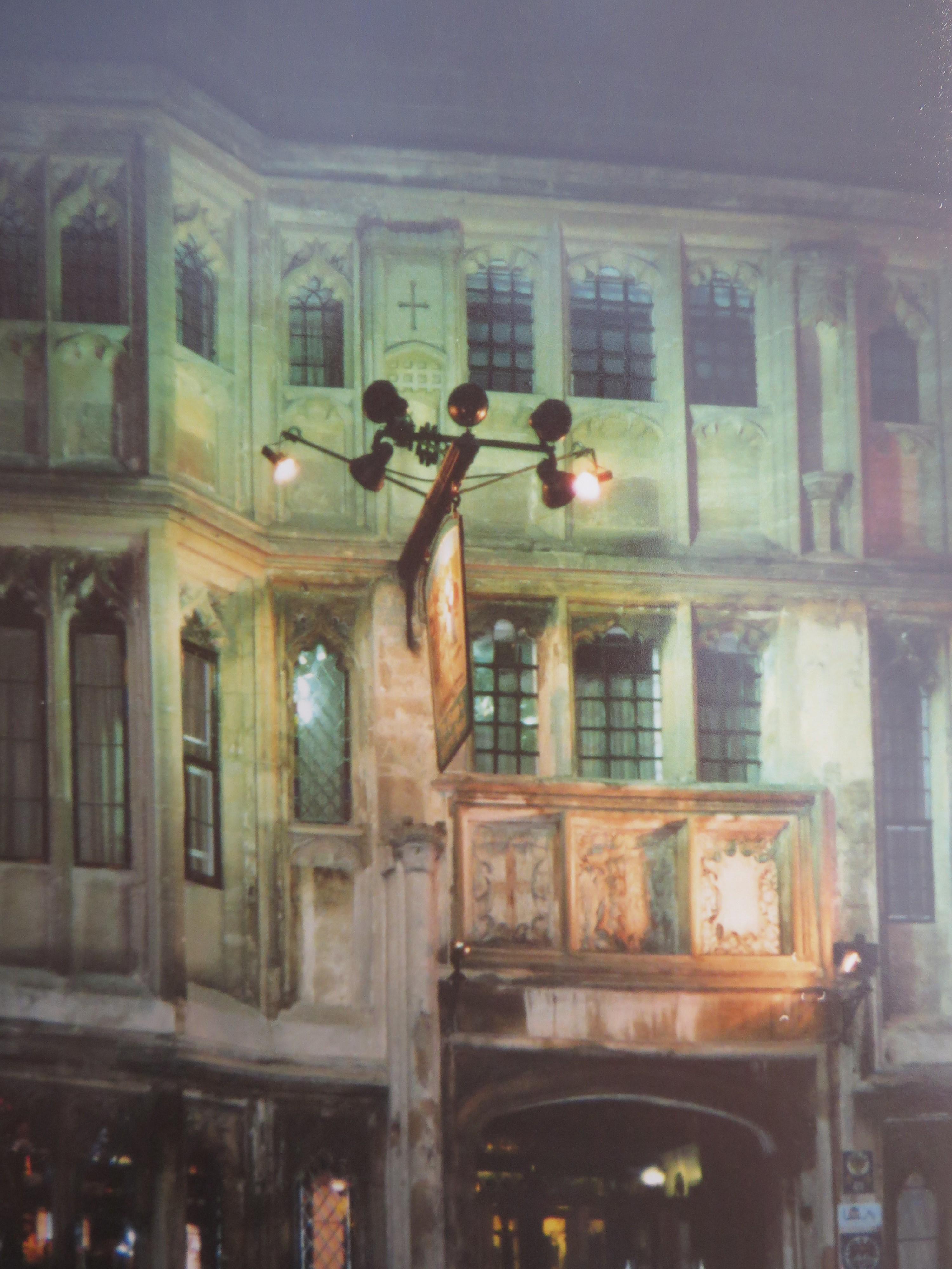 Ein leicht verfremdetes Foto, das ich nachts vom The George aufgenommen habe.