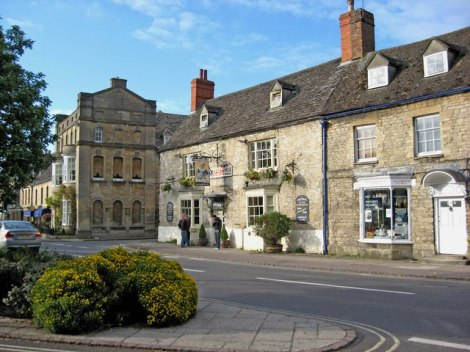 Hier im Punchbowl Inn in Woodstock (Oxfordshire) wird auch heute noch gern Aunt Sally gespielt.   © Copyright P L Chadwick and licensed for reuse under this Creative Commons Licence.