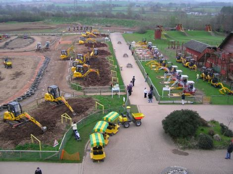 Diggerland in Devon.    © Copyright Graham Shaw and   licensed for reuse under this Creative Commons Licence.