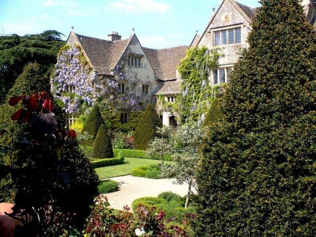 abbey house gardens in malmesbury wiltshire hier wohnen die nackten g rtner ingos. Black Bedroom Furniture Sets. Home Design Ideas