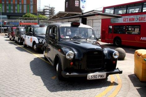 Londoner Taxis dürfen leider keine Leichen und tollwütige Hunden befördern.   © Copyright Dr Neil Clifton and   licensed for reuse under this Creative Commons Licence.