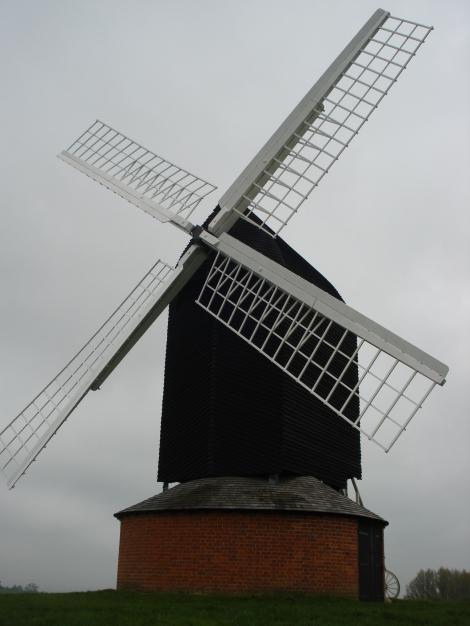 Die Windmühle von Brill, das Wahrzeichen des Dorfes. Eigenes Foto.