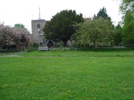 Die All Saints Church und das Village Green. Eigenes Foto.