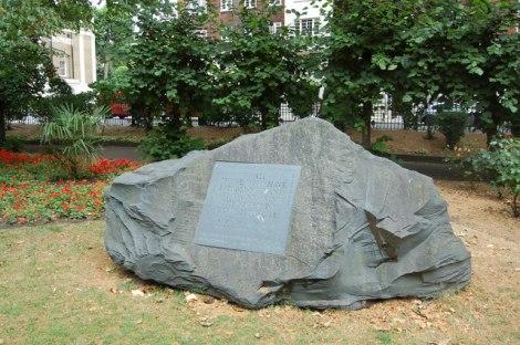 Das Denkmal für Kriegsdienstverweigerer.  © Copyright Roger Davies