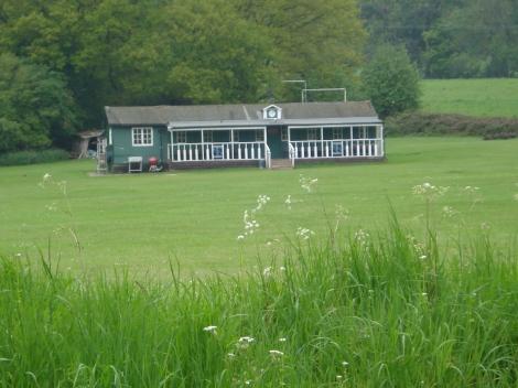 Der Stonor Cricket Club. Hier wurde DCI Barnaby der Schlaftrunk serviert. Eigenes Foto.