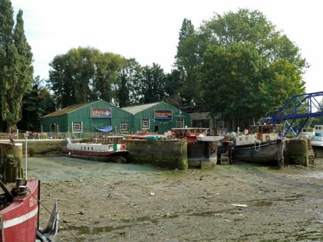 John's Boat Works auf Lot's Ait.  © Copyright Robin Webster
