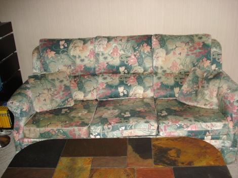 Ich liebe englische Möbel. Dieses Sofa habe ich allerdings nicht in Nettlebed gekauft; es stammt aus Glossop in Derbyshire.