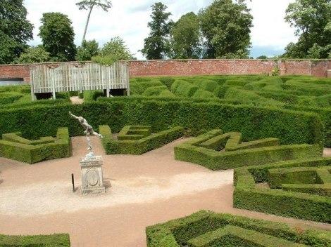 Der Irrgarten im Park von Blenheim Palace.   © Copyright Paul Shreeve