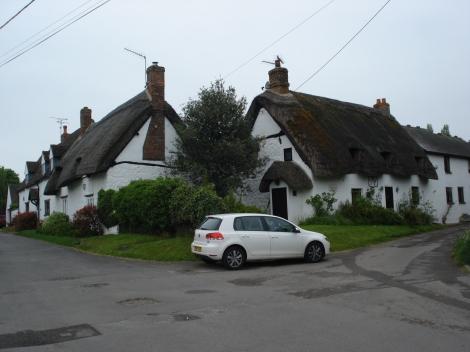 ...und noch ein paar mehr hübsche Häuser am Green. Eigenes Foto.