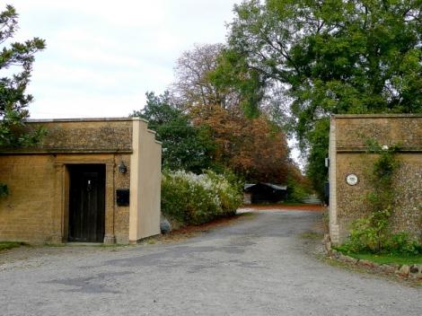 Nur bis hierher zum Eingang gelangte ich damals in Toddington.   © Copyright Jonathan Billinger