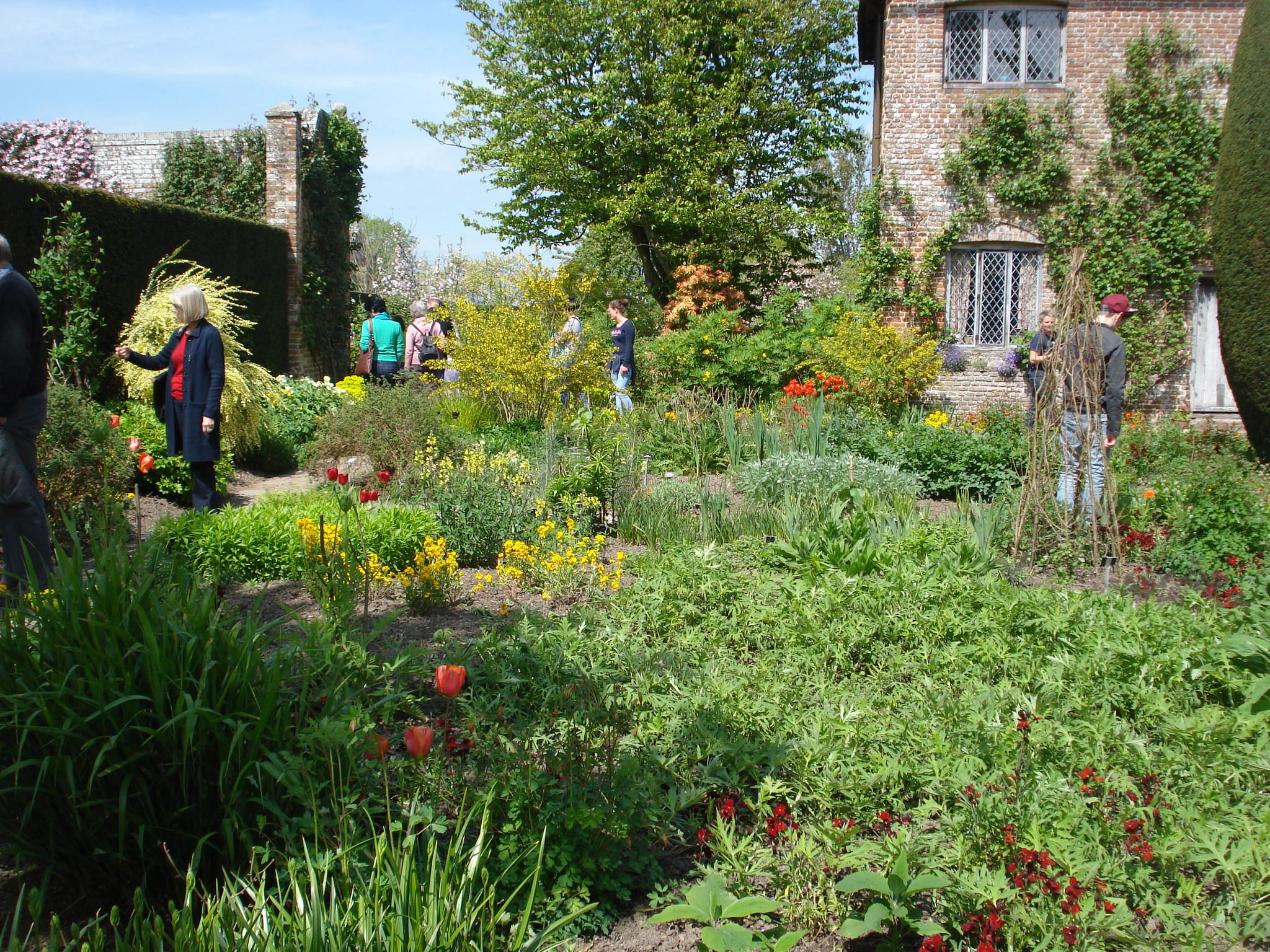 die sissinghurst castle gardens in kent fest eingeplante station bei allen busrundreisen durch. Black Bedroom Furniture Sets. Home Design Ideas