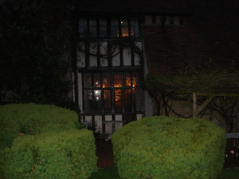 Long Crendon Manor bei Nacht. Eigenes Foto.