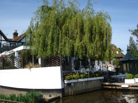 Die Konkurrenz an der Themse in Bray: Alain Roux' The Waterside Inn. Eigenes Foto.