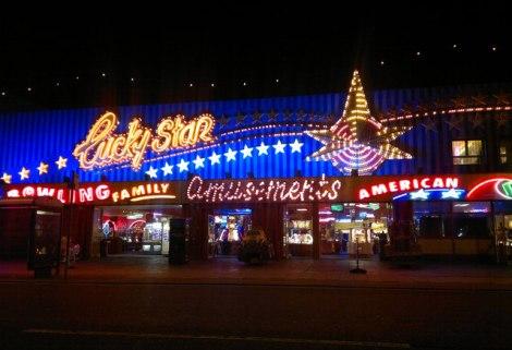 Blackpools Vergnügungsmeile.   © Copyright Steven Haslington