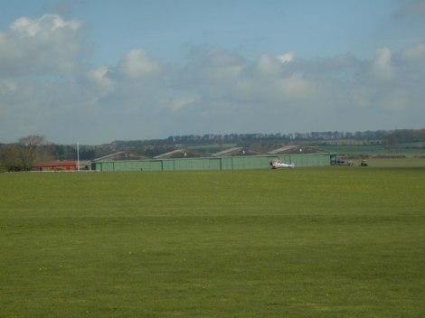 In diesen Hangars auf dem Rendcomb Airfield sind die Boering untergebracht.  © Copyright Terry Jacombs