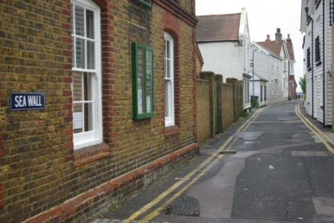 "In dieser Straße in Whitstable (Kent) wurde das Video zu ""Walk Away"" gedreht"".    © Copyright Stephen McKay"