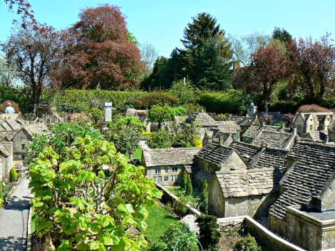 Das Bourton Model Village hinter dem Pub.    © Copyright Brian Robert Marshall