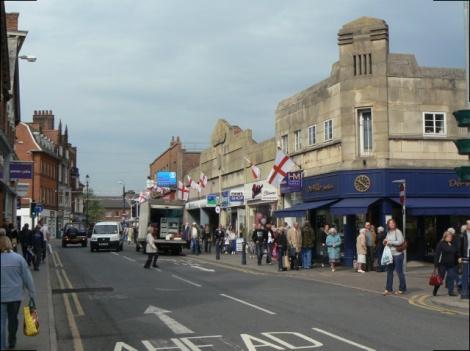 Auch hier in der Sherrard Street wurden damals einige Gebäude rot angemalt.  © Copyright Alan Murray-Rust