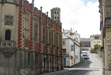 Die Bridge Street in Bideford (Devon).    © Copyright Pauline Eccles