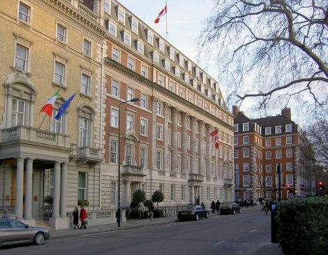 Die italienische und die kanadische Botschaft am Grosvenor Square.   © Copyright Steve  Fareham