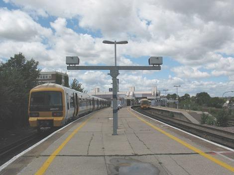 Der Bahnsteig der Dartford Railway Station: Hier schlug die Geburtsstunde der Rolling Stones.   © Copyright Stephen Craven