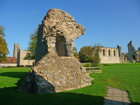 Die Ruinen der Glastonbury Abbey in Somerset.   © Copyright Chris Talbot