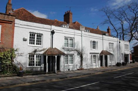Albion House in Marlow. Copyright: British Listed Buildings, licensed under a Creative Commons Attribution-Share Alike 2.0 UK: England & Wales License.