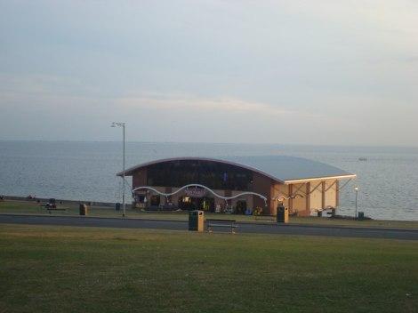 Hier, wo jetzt die Amusement Arcade steht, befand sich früher die Hunstanton Pier.  © Copyright Stacey Harris