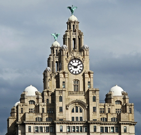 The Royal Liver Building und die Liver Birds.    © Copyright William Starkey and   licensed for reuse under this Creative Commons Licence.