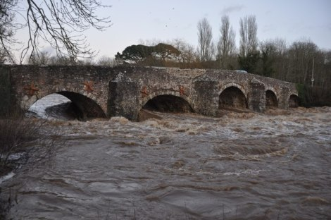 "Die ""troubled waters"" der Bickleigh Bridge in Devon.    © Copyright Lewis Clarke and   licensed for reuse under this Creative Commons Licence."