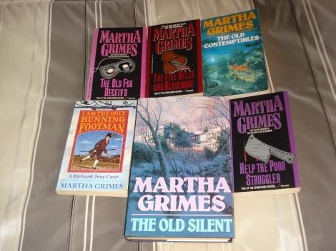 Hier ist eine Auswahl meiner Martha Grimes-Sammlung. Eigenes Foto.