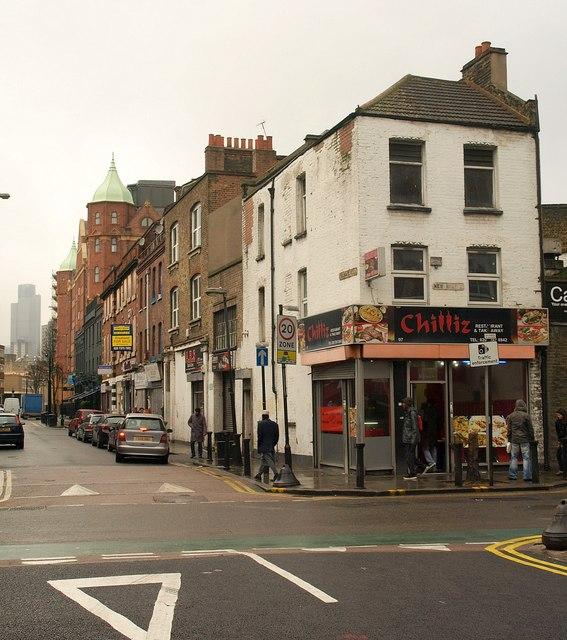 Das Londoner Eastend.   © Copyright Derek Harper and   licensed for reuse under this Creative Commons Licence.