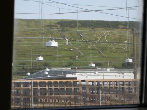 Das weiße Pferd über den Verladeanlagen in Folkestone. Eigenes Foto.