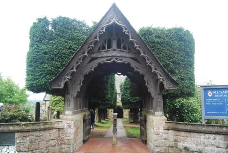 "Ein typisches ""lychgate"", das zum Kirchhof von All Saints in Brenchley (Kent) bei Tinbridge Wells führt.    © Copyright Nigel Chadwick and   licensed for reuse under this Creative Commons Licence."