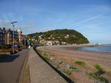 ...und am Strand von Minehead ist man mit dem Auto in wenigen Minuten.    © Copyright Chris Talbot and   licensed for reuse under this Creative Commons Licence.