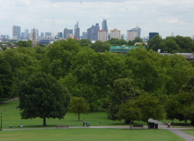 Blick vom Primrose Hill auf die Londoner City.  © Copyright Robin Sones and licensed for reuse under this Creative Commons Licence.