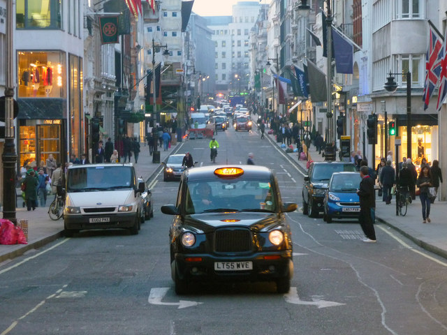Das Londoner West End.   © Copyright Chris Talbot and   licensed for reuse under this Creative Commons Licence.