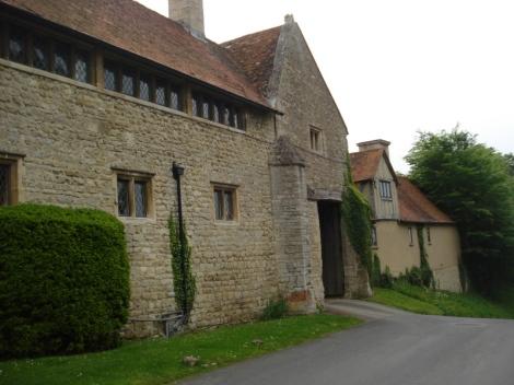 Die Einfahrt zum Long Crendon Manor. Eigenes Foto.