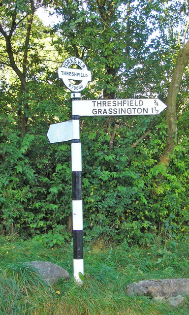 Ein Fingerpost in North Yorkshire.    © Copyright John Illingworth and   licensed for reuse under this Creative Commons Licence.