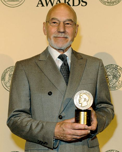 Sir Patrick Stewart, Kanzler der Universität von Huddersfield. Author: Peabody Awards. This file is licensed under the Creative Commons Attribution 2.0 Generic license.