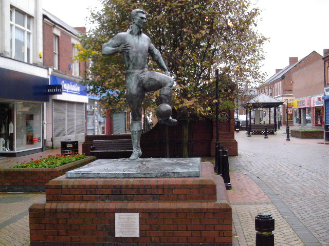 Das Denkmal für Jack Milburn in der Station Road von Ashington.   © Copyright MSX and   licensed for reuse under this Creative Commons Licence.
