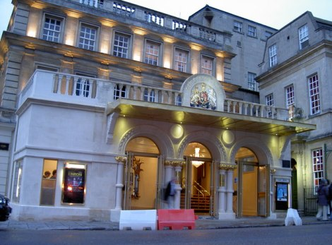 "Das Theatre Royal in Bath; hier bekann die ""Karriere"" des Robert Coates als Schauspieler.    © Copyright Neil Owen and   licensed for reuse under this Creative Commons Licence."