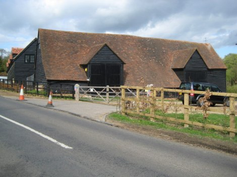 Die Mayflower Barn in Jordans (Buckinghamshire).    © Copyright Nigel Cox and   licensed for reuse under this Creative Commons Licence.