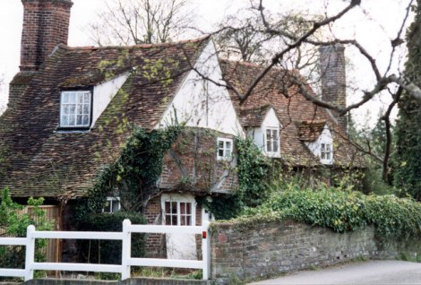 Das Misbourne Cottage in Denham.    © Copyright Jo Turner and   licensed for reuse under this Creative Commons Licence.