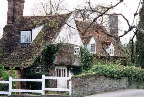 Das Misbourne Cottage in Denham.   © Copyright Jo Turner and   licensed for reuse under this Creative Commons Licence.